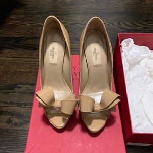 Valentino Bow Pumps in Nude